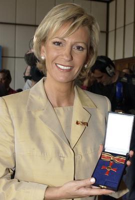Sabine Christiansen erhält Bundesverdienstkreuz als UNICEF